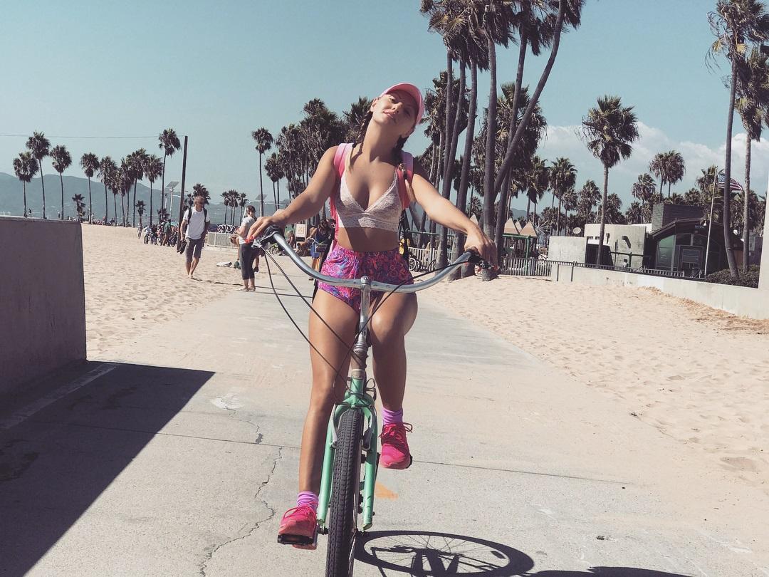 Alexandra Stan Pokies at the Beach