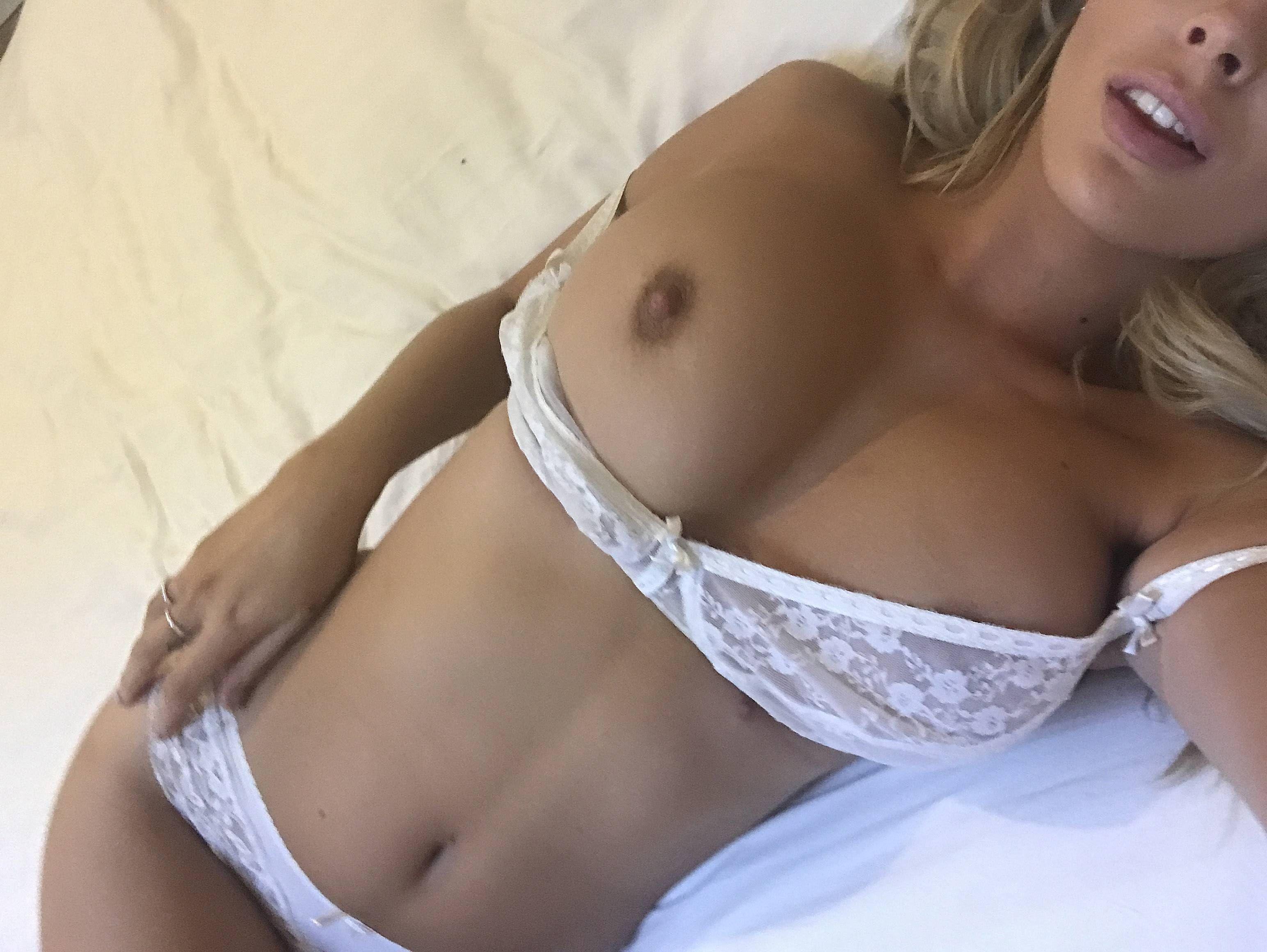 Danielle Sellers naked selfies