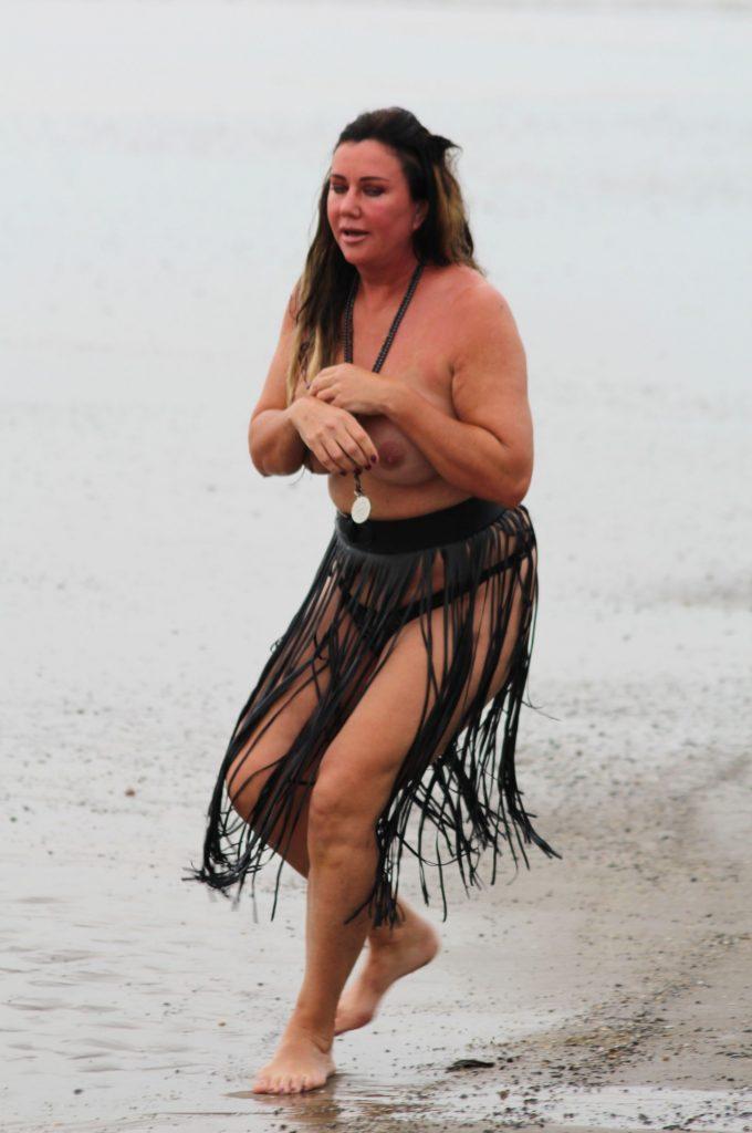FAIL: Lisa Appleton falling during topless photoshoot (51 Photos)