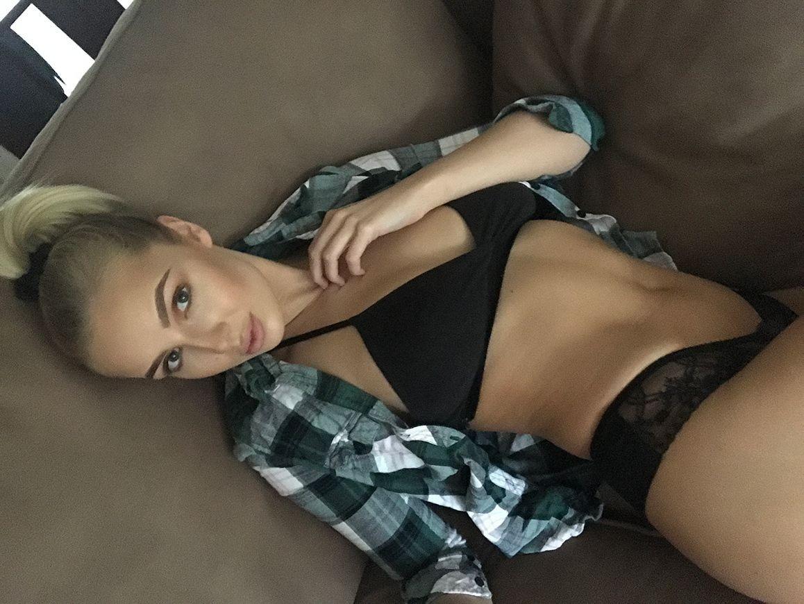 Glamour Model Lissy Cunningham Leaked Selfies